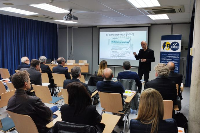 Tomàs Molina parla del canvi climàtic davant d'empresaris de FEB-PIMEC i personalitats de la societat badalonina
