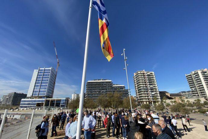 FEB PIMEC participa en la hissada de la bandera de Badalona al Passeig Marítim
